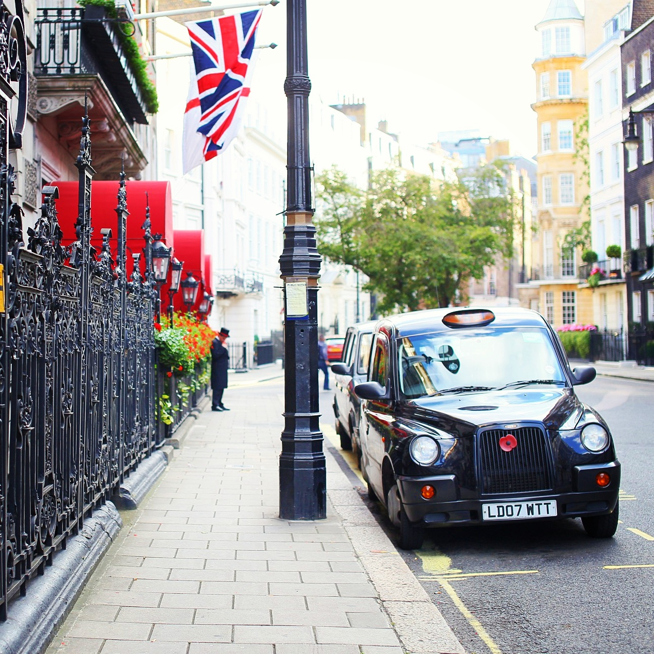 Piture-perfect London street in Mayfair